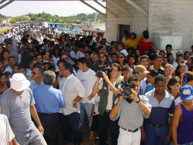 HERANÇAS PORTUGUESAS DA AMAZÓNIA - Alenquer (Pará)  - Recepção calorosa aos portugueses, no dia 4 de Setembro de 2000.