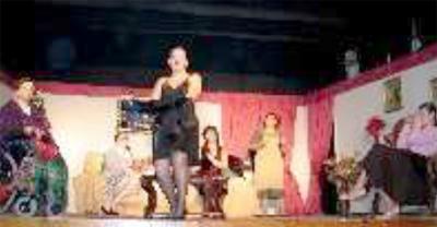 Teatro na URDA - 8 Mulheres. ROMY, a perigosa irmã de Marcelo.